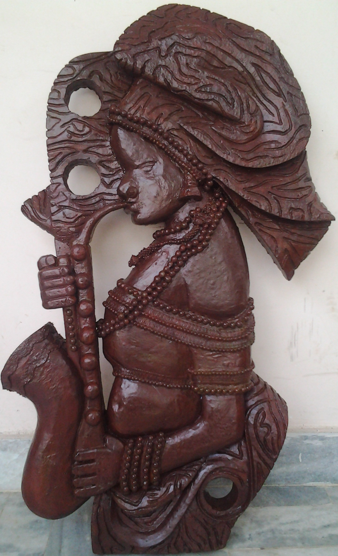 TRIBAL lADY WITH SAXOPHONE 3640